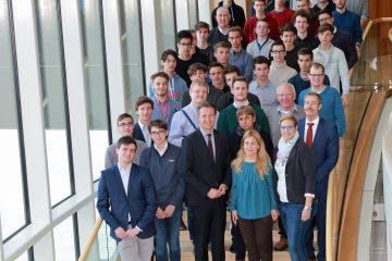 Deutsch-ungarische Schülergruppe aus Meschede und Pannonhalma im Landtag
