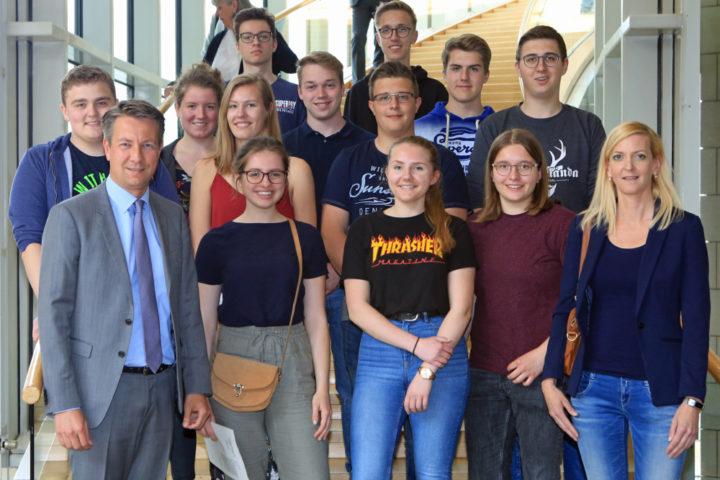 Schülergruppe des Gymnasiums Benediktiner Meschede im Düseldorfer Landtag